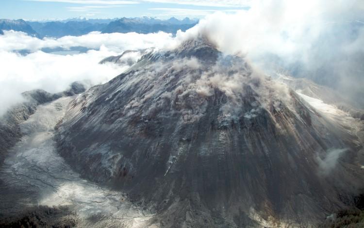 Volcán Chaitén. Photo: Sam Beebe (CC BY 2.0) carretera austral