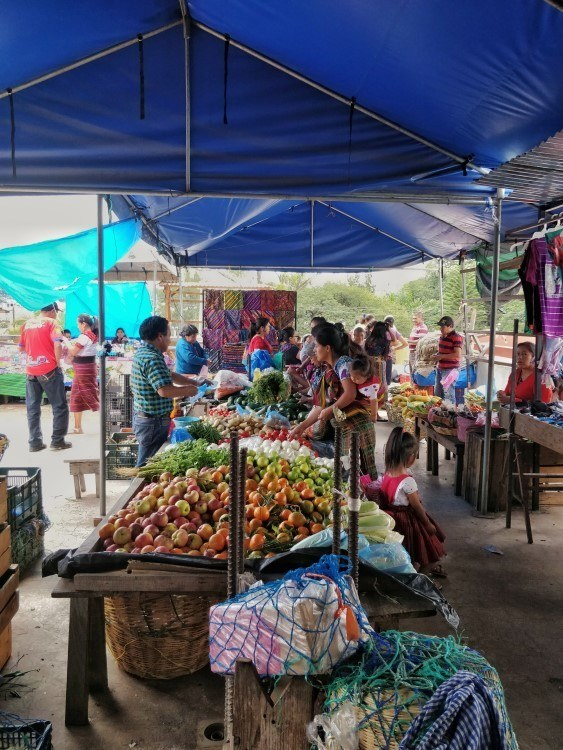 A Guatemalan market: a great place for going plastic free and travelling more sustainably